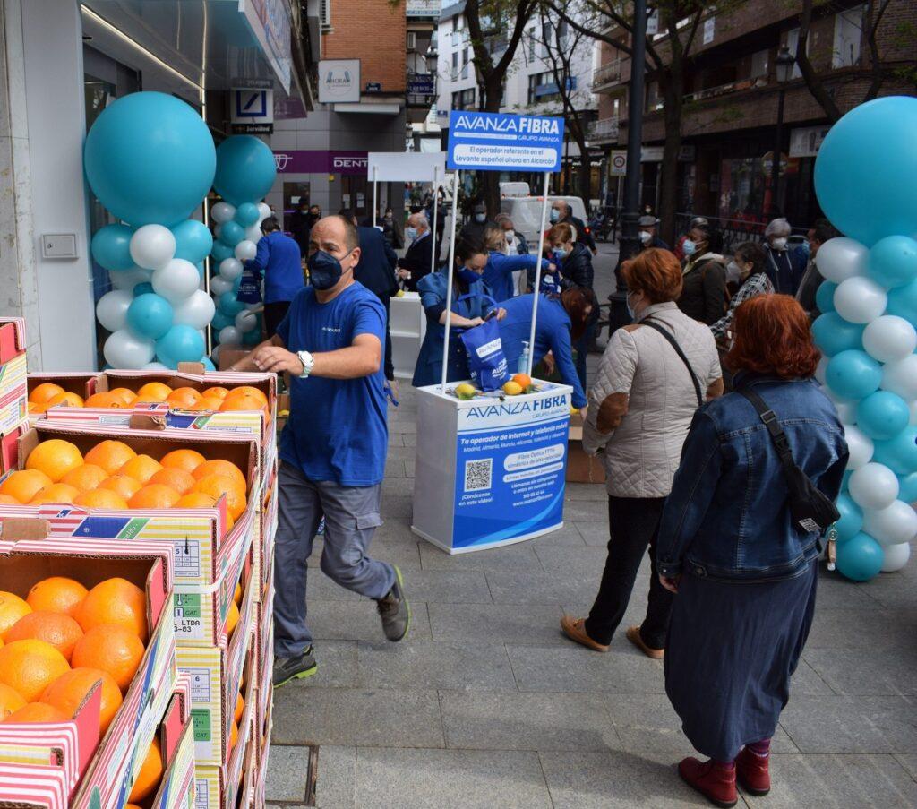 Foto de Avanza Fibra regala 4000 kilos de naranjas y limones de